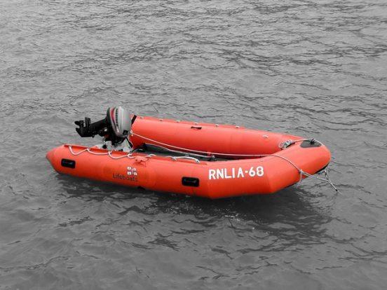 rubberboot met motor
